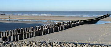 Strand mit Wellenbrechern bei Domburg von Koolspix