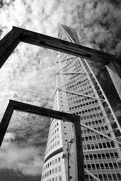 Turning Torso sky Malmo van Eugene Winthagen
