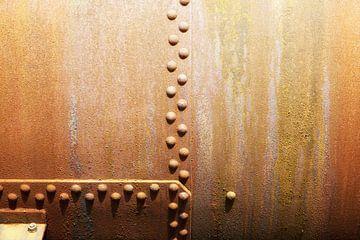 Klinknagels op staalplaten van Jan Brons