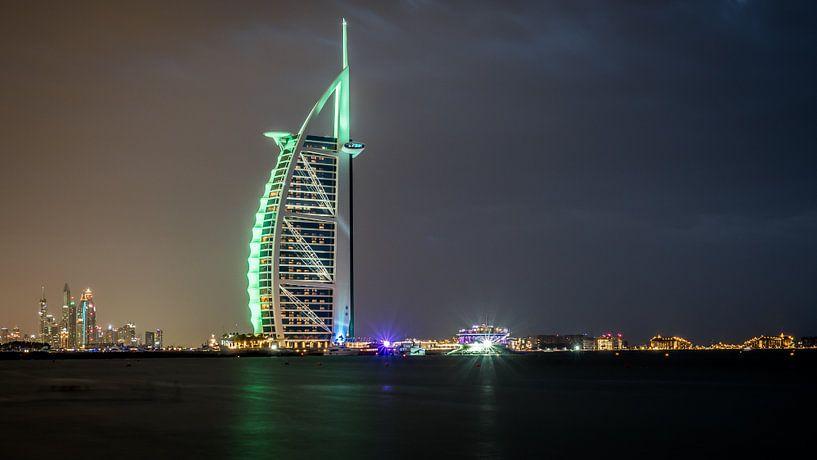 Burj al Arab Dubai at night van Dennis van Berkel