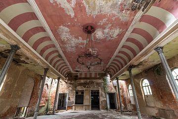 Ballsaal Rot-Weiß von Matthis Rumhipstern