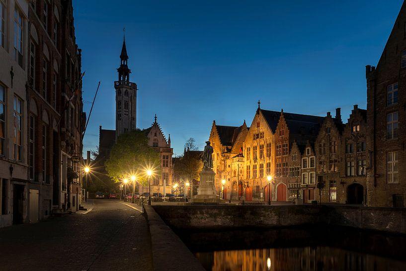 het standbeeld van Jan van Eyckplein in Brugge, Bruges, Belgie, Belgium van Fotografie Krist / Top Foto Vlaanderen