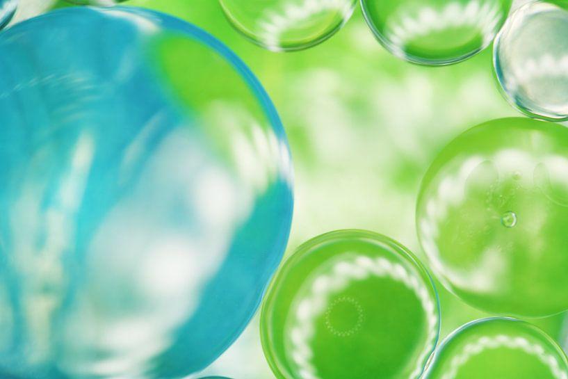 Abstract van groene en blauwe druppels van LHJB Photography
