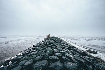 Golfbreker in een bevroren IJsselmeer! van Peter Haastrecht, van