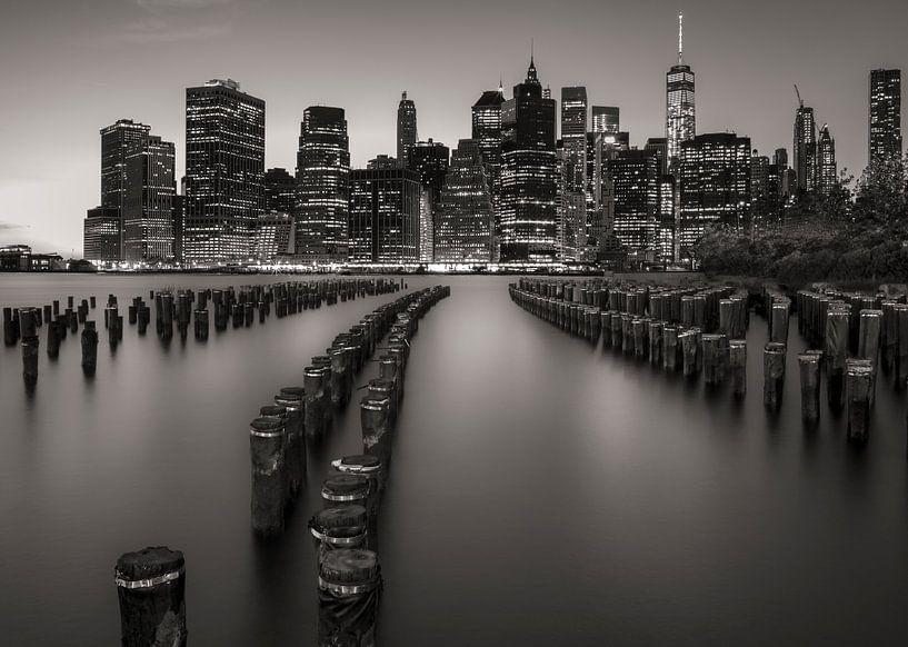 Manhattan Skyline at Dusk van Nico Geerlings