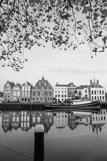 Zeesleper 'De Furie' aan de Stadhuiskade in Maassluis van Dirk Jan Kralt