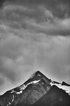 Einsamer Berggipfel von Bart Rondeel