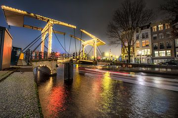 Bridge at light van Marc Hollenberg