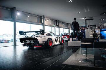 Porsche 935 'Moby Dick' im Ausstellungsraum von Jarno Lammers