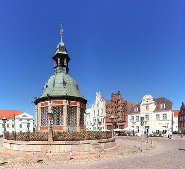 Place du marché, art de l'eau et maisons à pignons historiques, Wismar, Mecklembourg-Poméranie occid sur Torsten Krüger
