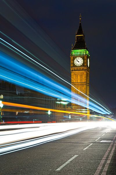 Lichtstrepen bij Big Ben 2/2 te Londen van Anton de Zeeuw