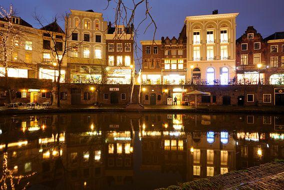 Oudegracht in Utrecht tussen de Bakkerbrug en de Jansbrug van Donker Utrecht