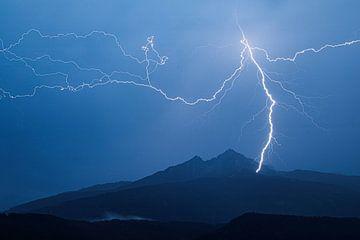 Onweer in de alpen van Hidde Hageman