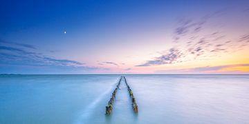 Sonnenuntergang und Mond über dem IJsselmeer von Jenco van Zalk