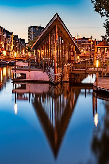 Botenhuisje Galgenwater Leiden bij schemering