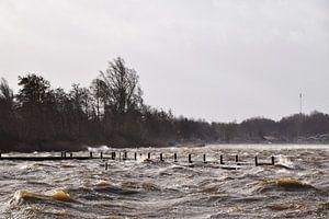 Storm zorgt voor hoge golven op de Reeuwijkse Plassen, Reeuwijk / Bodegraven