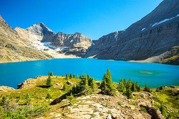 strahlendes Türkises Wasser an einem herrlichen sonnigem und Sommerlichen Tag am McArthur Lake im Yo von Leo Schindzielorz