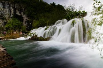 Kleiner Wasserfall in Kroatien von Jennifer Hendriks