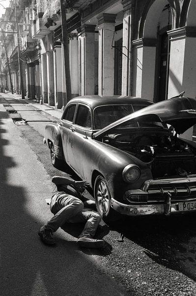Old car repairs in Havana
