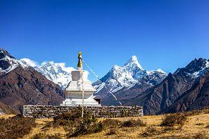 Mount Everest en Ama Dablam van Thea.Photo