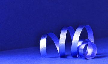 krullend krullint in blauw van Ilja Kalle