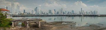 Panorama van Panama stad van Roel Beurskens