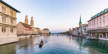 Vieille ville de Zurich avec le Grossmünster sur Werner Dieterich