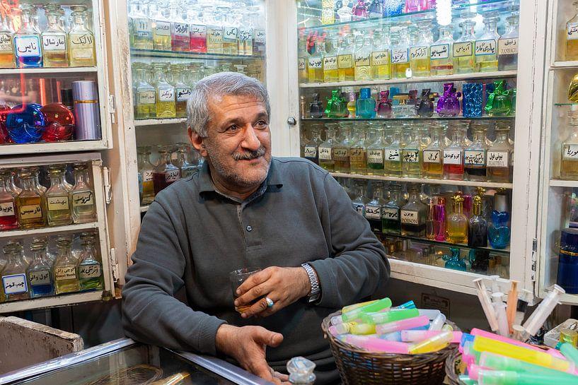 Potrait van de Iraanse man in zijn winkel van Jeroen Kleiberg