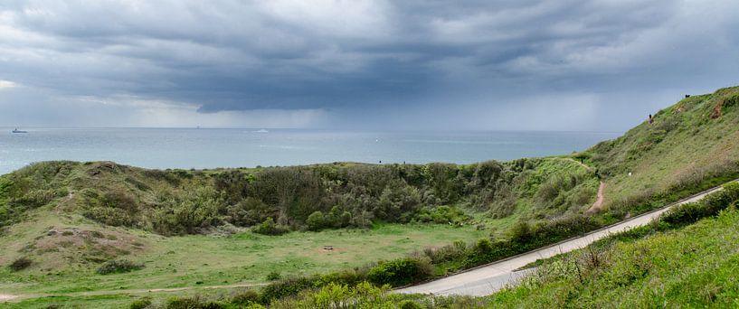 Regenbui op komst Helgoland, Duitsland van Maurice Verschuur