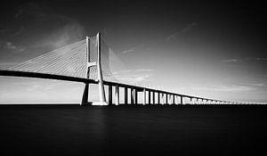 Vasco da Gama brug in zwart-wit
