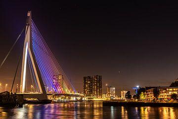 Le pont Erasmus la nuit sur Gerry van Roosmalen
