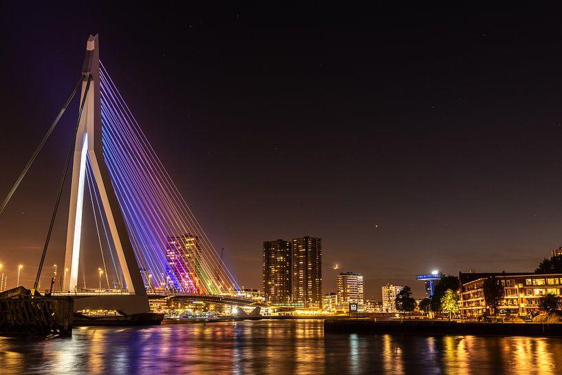 De Erasmusbrug bij nacht van Gerry van Roosmalen
