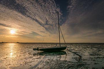 Eenzaam bootje van Marianne van der Westen