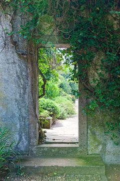 Durchgang in einem Parkgarten von Rick van der Poorten