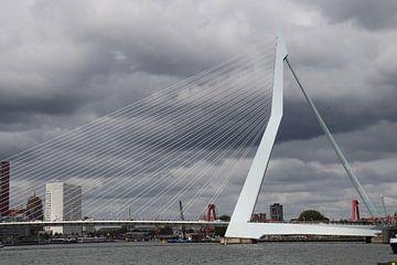 Rotterdam Erasmusbrug van Dick Schouten