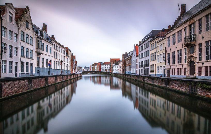 Spiegelrei Brugge van Ilya Korzelius
