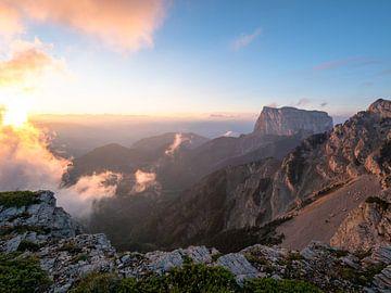 Sonnenaufgang in den Bergen von Martijn Joosse