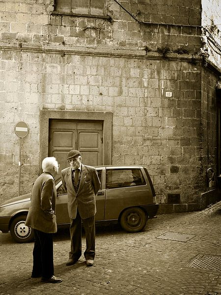 Typische italienische Straßenszene im Sepia von iPics Photography
