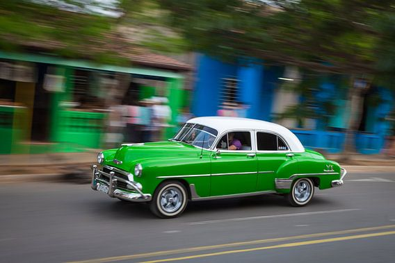 Oldtimer klassieke auto in centrum van Havana Cuba. One2expose Wout Kok Photography