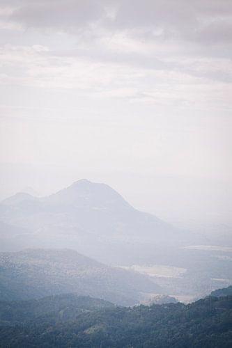 Uitzicht vanaf de Little Adams Peak in Ella, Sri Lanla van