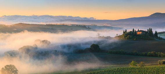 Zonsopkomst bij Podere Belvedere, Tuscany, Italy van  Henk Meijer Photography