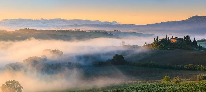 Panorama zonsopkomst bij Podere Belvedere, Toscane, Italië van Henk Meijer Photography