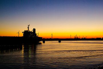 zonsondergang rotterdam haven von Frencis van Run
