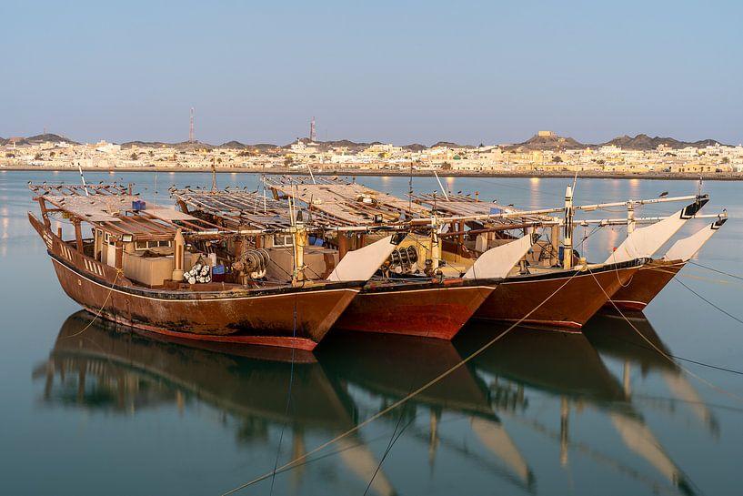 Dhows op Masirah Eiland Oman van Jeroen Kleiberg