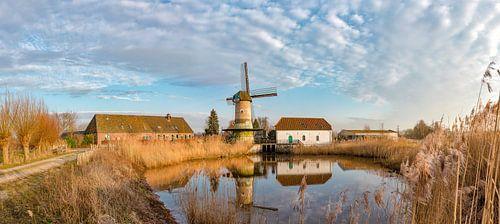 The combined wind and water wheel mill, De Kilsdonkse Molen, Veghel,, Noord-Brabant, the Netherlands sur