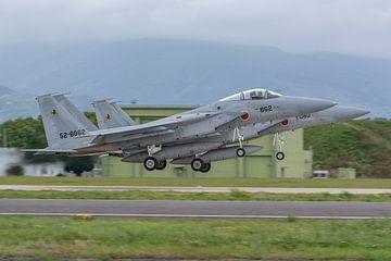 Dual take-off van 2 Japanse F-15J Eagles vanaf de Japanse basis Nyutabaru. van Jaap van den Berg