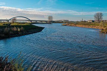 Rivierlandschap met Lekbrug von Maarten Kerkhof