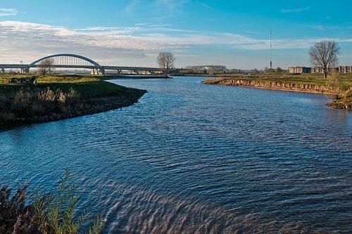 Rivierlandschap met Lekbrug van Maarten Kerkhof