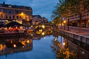 Centrum Leiden na zonsondergang van