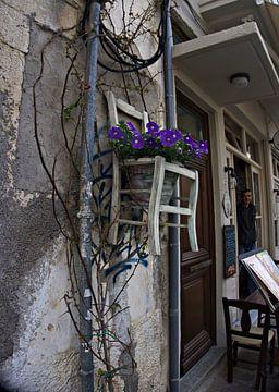 hangende stoel met bloemen van joyce kool